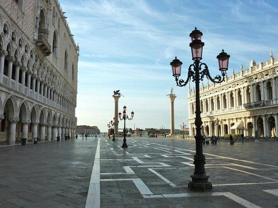 Piazza San Marco (Plaza de San Marcos): no crowds around 7am
