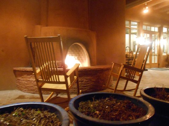 Ojo Caliente Mineral Springs Resort and Spa: kiva fire on patio outside lobby