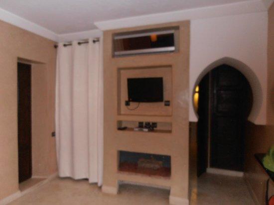 Riad Pourpre Médina: Televisión y aire acondicionado