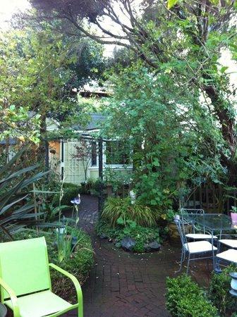Union Street Inn: Beautiful Garden