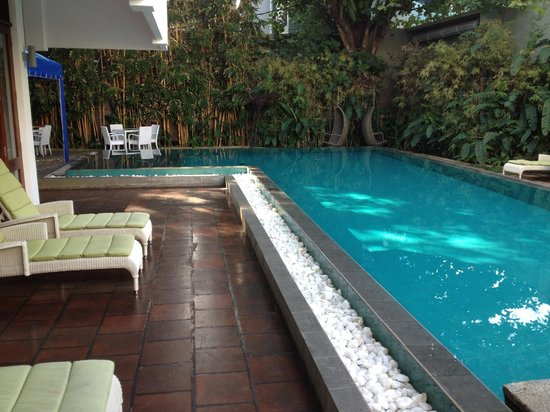 Colombo Court Hotel & Spa: Pool and courtyard area.