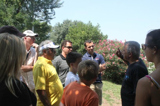 Romelimousinetour : Roland (far right) discussing the Colesium with us