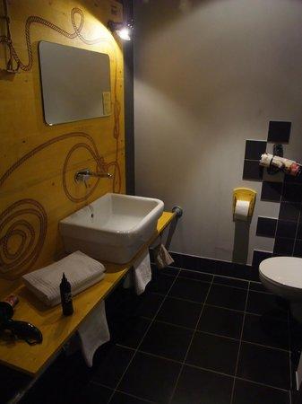 Superbude Hotel Hostel St.Pauli: Bad mit Waschbecken