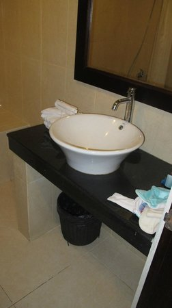 Kuta Beach Club Hotel: sink