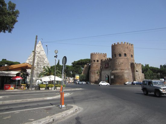 Fellini Inn Rome: Pyramid of Cestius and Porta San Paolo (Aurelian Wall Gatehouse)