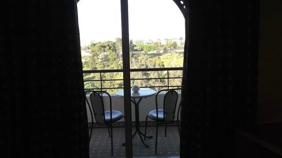 Menzeh Zalagh Hotel: Balcon de la habitacion sobre el jardin.