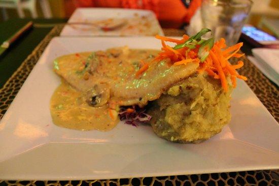 La Madre : white fish in mushroom sauce