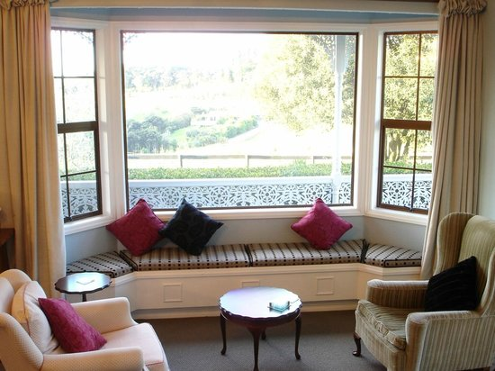 Country Homestead at Black Sheep Farm: Formal lounge window seat