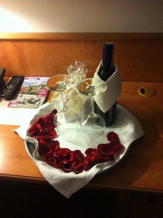 Hotel Stare Miasto: Wine for our honeymoon
