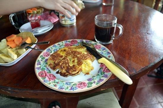 Puri Bali Hotel: banana pancake breakfast style