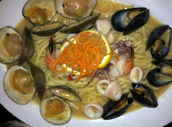 Marco Polo's @ The Viana Hotel & Spa: Linguine with seafood. Generous portion, good looking, could use a punch of flavor