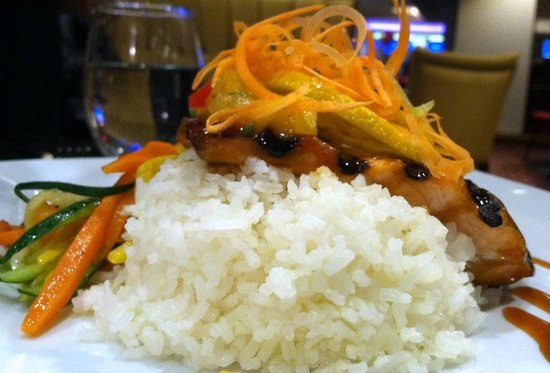 Marco Polo's @ The Viana Hotel & Spa: Nicely plated teriyaki-grilled salmon