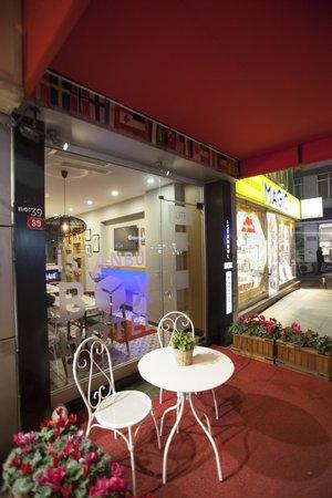 Istanbul Box Hotel: Entrance