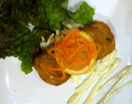 Marco Polo's @ The Viana Hotel & Spa: Good tasting, but small and pricey crab cakes.