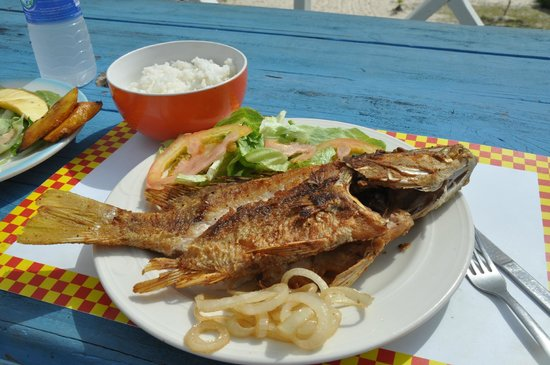 Seaside Paradise Restaurant: Best red snapper ever!