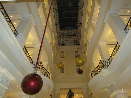 Corinthia Hotel Budapest : Lobby looking up to ceiling