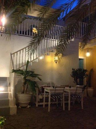 Migrante Guesthouse patio