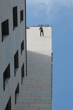 Base Flying Berlin : Like this, stepping over the edge is lively