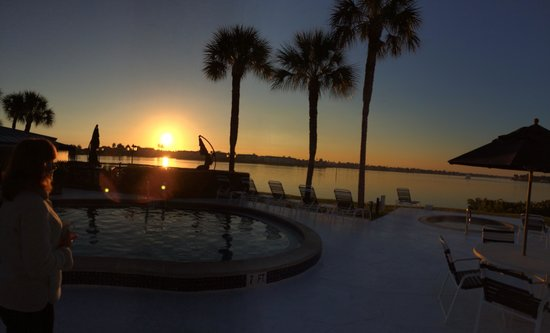 Charter Club Resort of Naples Bay: A beautiful sunrise over the harbor...