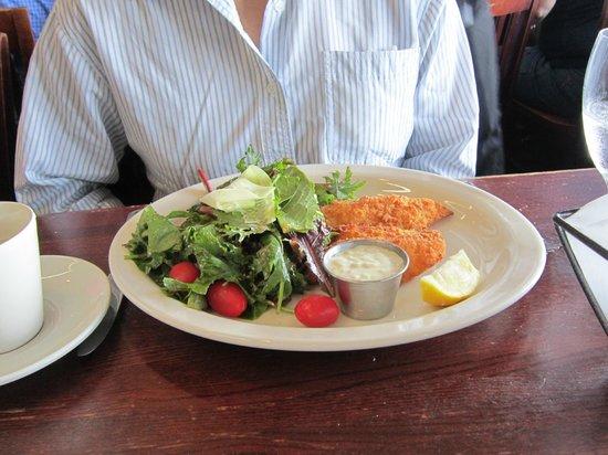 Ivar's Seafood Bar: Alaska Halibut Fish with salad. Nice fish!