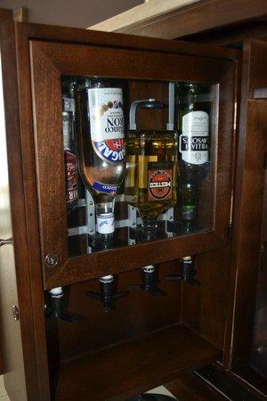 Hard Rock Hotel & Casino Punta Cana: Mini Bar in the room