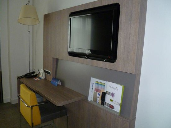 Novotel Brussels Centre: TV + bureau