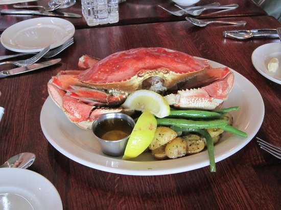 Ivar's Seafood Bar: Irristable Dungeness Crab!