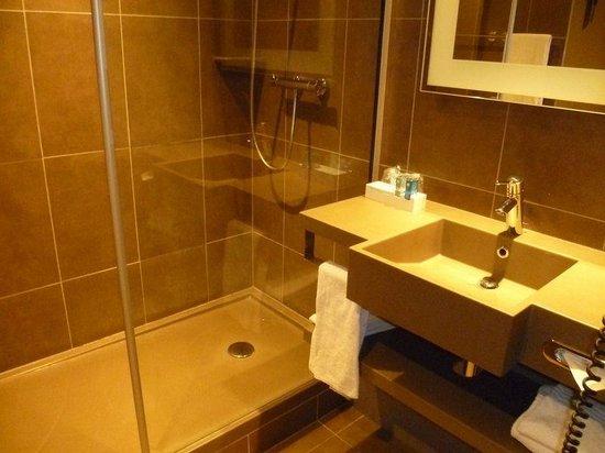 Novotel Brussels Centre: Salle de bain