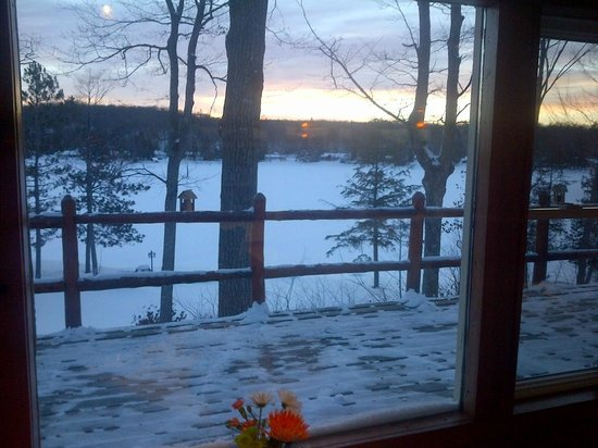 Heather Lodge: Warm meal with a cool view.