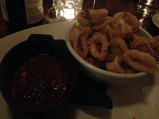 Ella's Wood Burning Oven Restaurant: Fried calamari