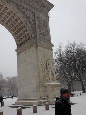 Real New York Tours: Washington Square Park