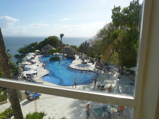 Grand Bahia Principe Cayacoa: Main pool from the elevators
