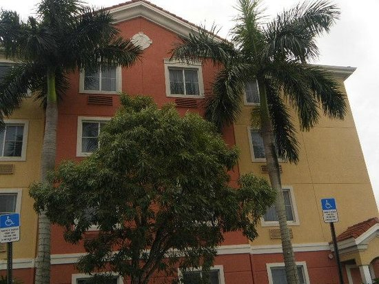 Best Western Plus Miami-Doral/Dolphin Mall : outside front