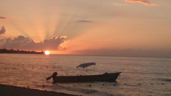 Negril Beach Club: Sunset from my beach door