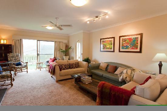 Wanderer's Retreat: Guest lounge