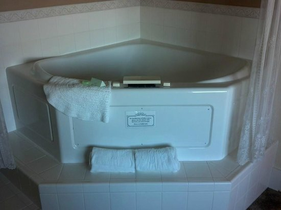 Old Wheeler Hotel: Room 4 jetted tub