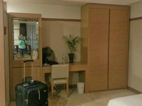 GG Tourist Hotel: Deluxe Double Room