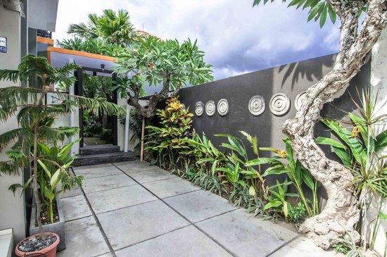 Casa Dasa Boutique Hotel Legian: Main Entrance