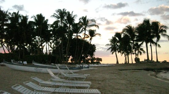 Fairmont Orchid, Hawaii: The normal sunset-time crowd.  Seriously.