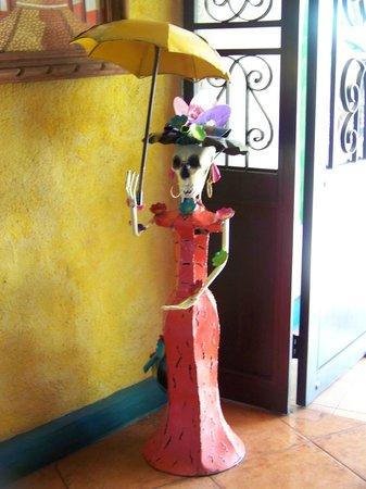La Hacienda: Scarey but beautiful metal sculpture
