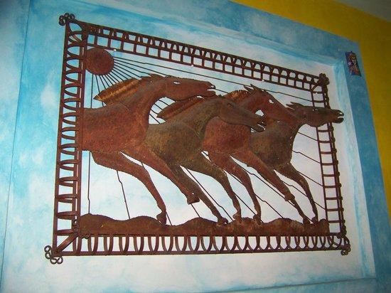 La Hacienda: Iron sculpture of horses on wall in bar