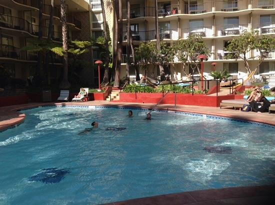 Los Angeles Airport Marriott: courtyard pool, nice quiet and relaxing