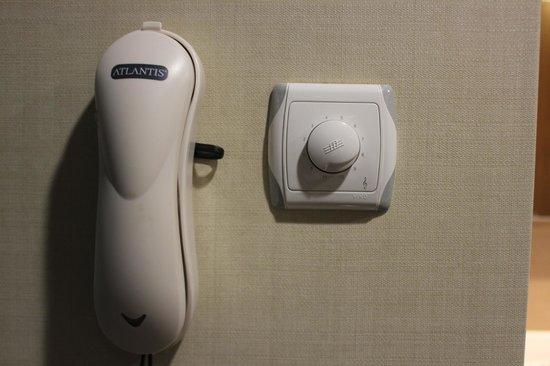SENTIDO Zeynep Golf & Spa: Телефон и регулятор звука телевизора в ванной