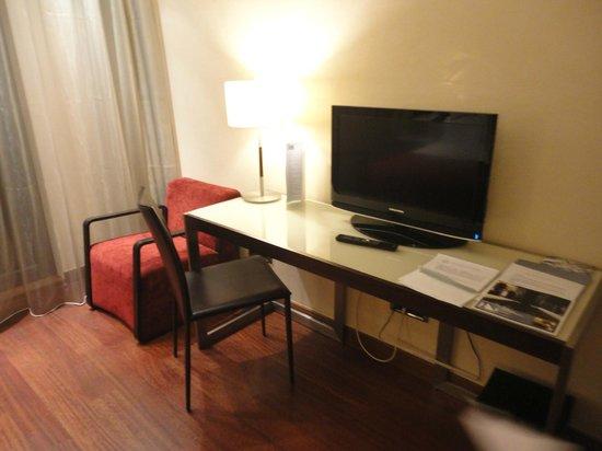 Eurostars Budapest Center Hotel: Mesa de estudos.