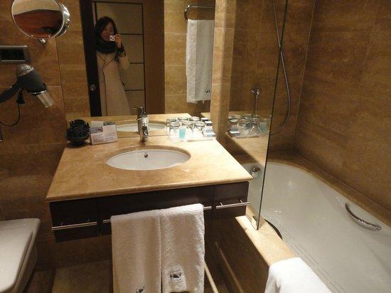 Eurostars Budapest Center Hotel: Banheiro