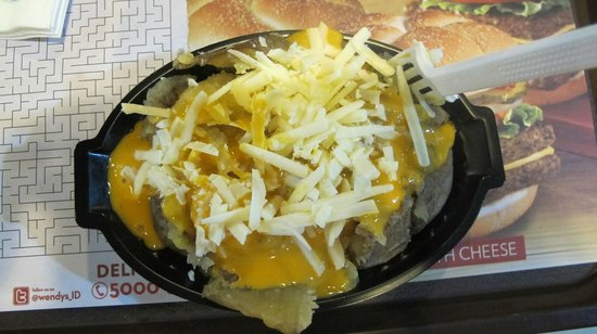 Wendy's Kuta: baked potato with cheese - potato not cooked cheese like an old tyre