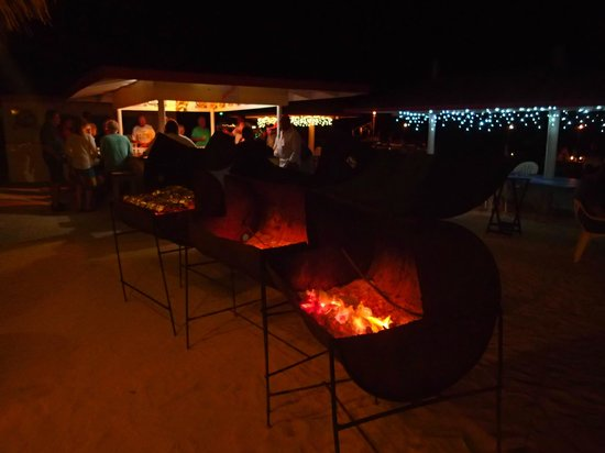 Anegada Reef Hotel: Firing up the grills for dinner