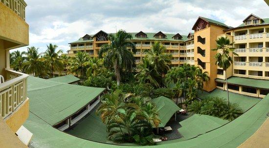 Coral Costa Caribe Resort & Spa : Главное здание, внутренний двор, вид из номера 1404