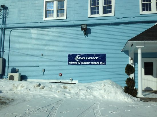 The Rangeley Inn : Snowdeo host