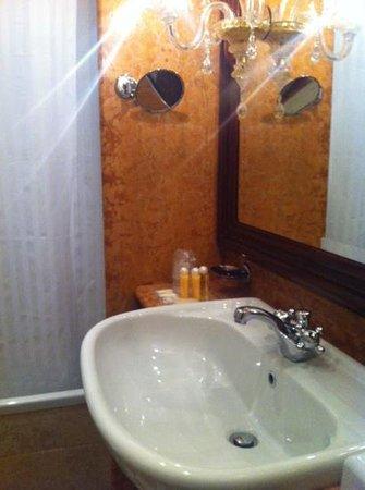 Hotel Antiche Figure: bathroom 1